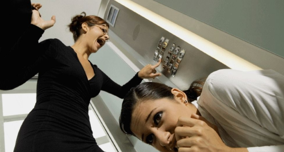 Acabou a energia e ficou preso no elevador? Conheça o resgate automático!