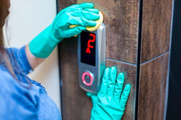 Erros mais comuns na hora de limpar um elevador